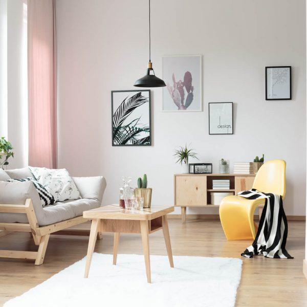 pastel-curtains-in-living-room-PJVH42X.jpg